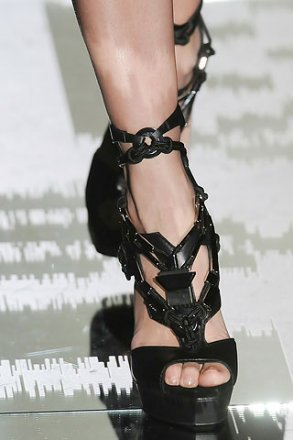 gucci spring 2010 black